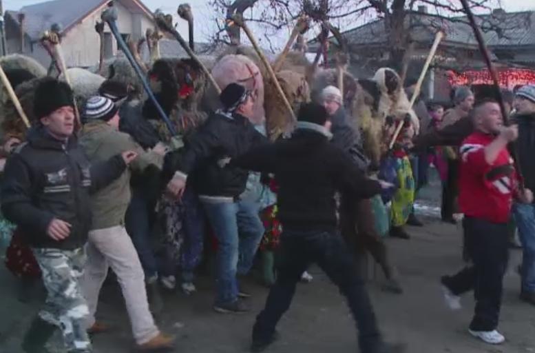 Localnicii din Ruginoasa vor referendum pentru reorganizarea unei traditii sangeroase. Consilier: