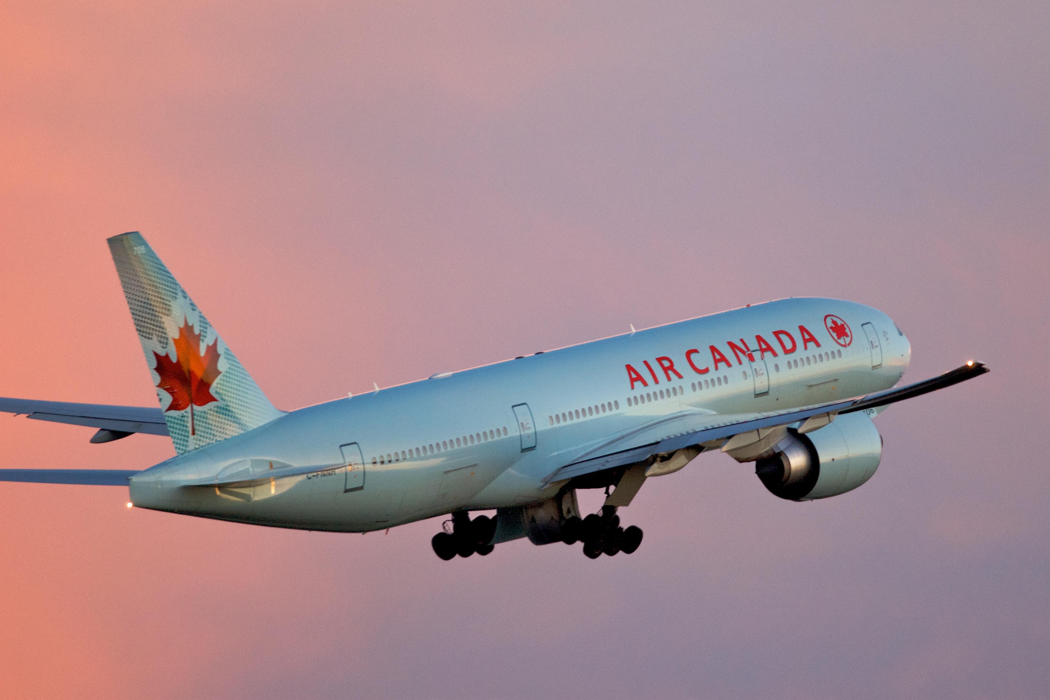 Scene de cosmar la bordul unui avion Air Canada. Marturia unui pasager, dupa o zona cu turbulente violente: