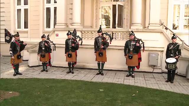 Spectacol inedit la Ambasada Marii Britanii. Regimentului Regal Irlandez a sustinut un recital de cimpoaie