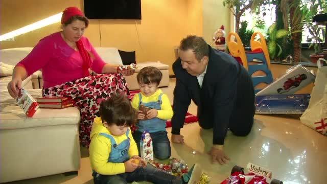 Mos Nicolae a trecut atat pe la copiii cuminti, cat si pe la cei mai putin ascultatori. Nepotii lui Dorin Cioaba, rasfatati