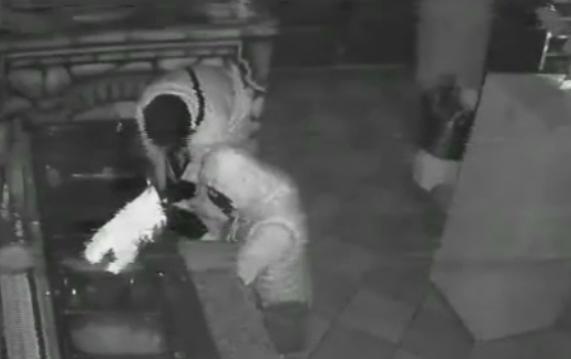 Trei tineri, filmati in timp ce jefuiau o pizzerie din Pucioasa. Ce s-a intamplat dupa ce politistii au vazut imaginile