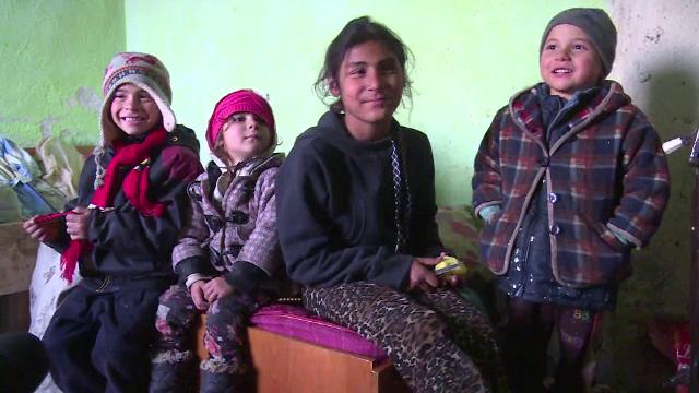 Trei fratiori si surioara lor din Moreni risca sa petreaca sarbatorile in frig: