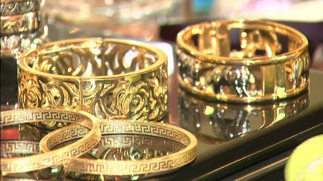 Angajata unui amanet a furat de la serviciu 3 kilograme de bijuterii din aur. Modul ingenios prin care si-a acoperit urmele