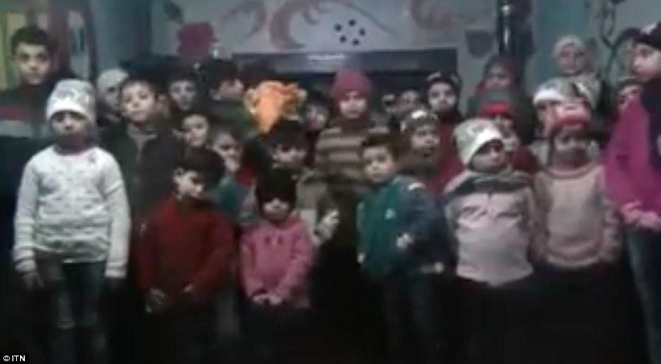 Copiii care traiesc in singurul orfelinat din Alep implora sa fie salvati. Apelul lor catre comunitatea internationala. VIDEO