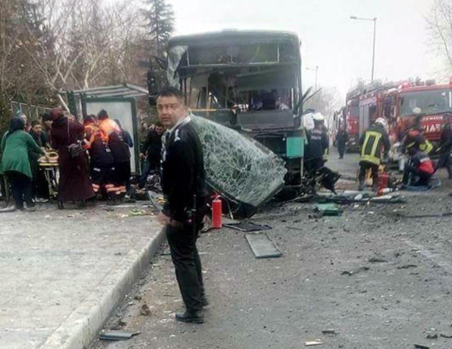 Atac cu 13 morti asupra unui autobuz care transporta militari, in Turcia. Erdogan da vina pe kurzi