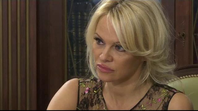 Discutia purtata de reprezentantul presedintelui rus pe probleme de mediu cu Pamela Anderson si cadoul primit de aceasta