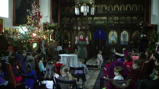 La initiativa unui preot din Iasi, studentii de la conservator i-au invatat gratuit colinde pe copii.