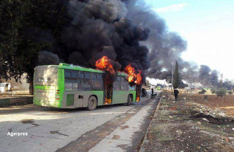 Sase autobuze folosite pentru evacuarile din Alep, incendiate de rebeli. Operatiunile au fost amanate