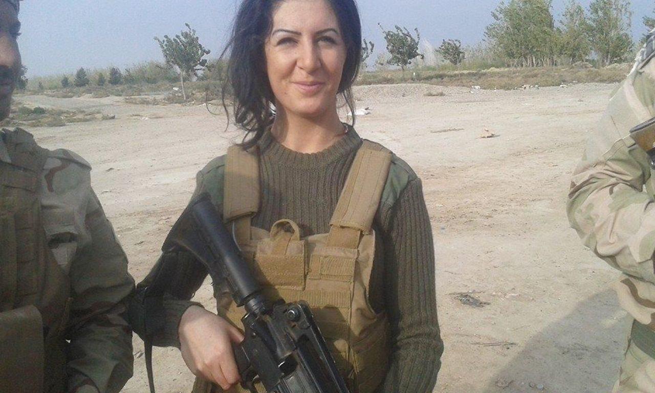 O tanara daneza risca sa fie inchisa pentru ca a luptat impotriva ISIS. Fostii jihadisti, ajutati sa se reintegreze