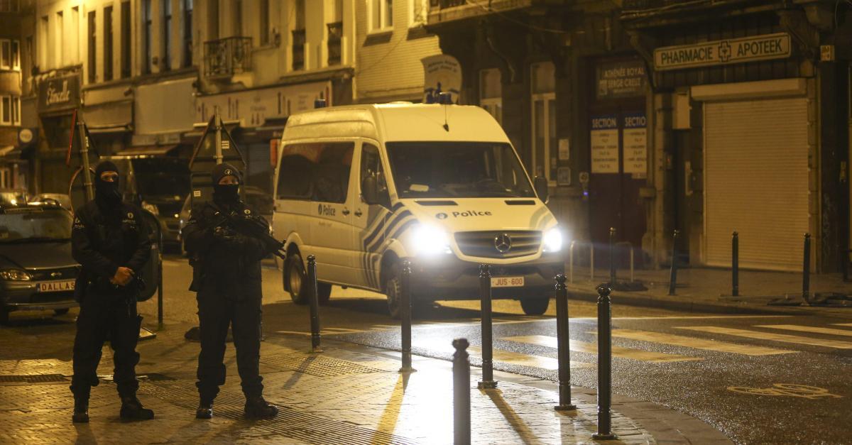 Operatiune antiterorista in Bruxelles. Mai multe strazi au fost inchise, circulatia tramvaielor intrerupta. FOTO