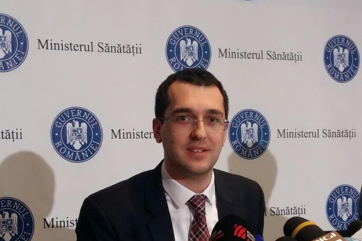 """Vlad Voiculescu consideră că autoritățile mai au """"multe lecții de învățat"""" în campania de vaccinare"""