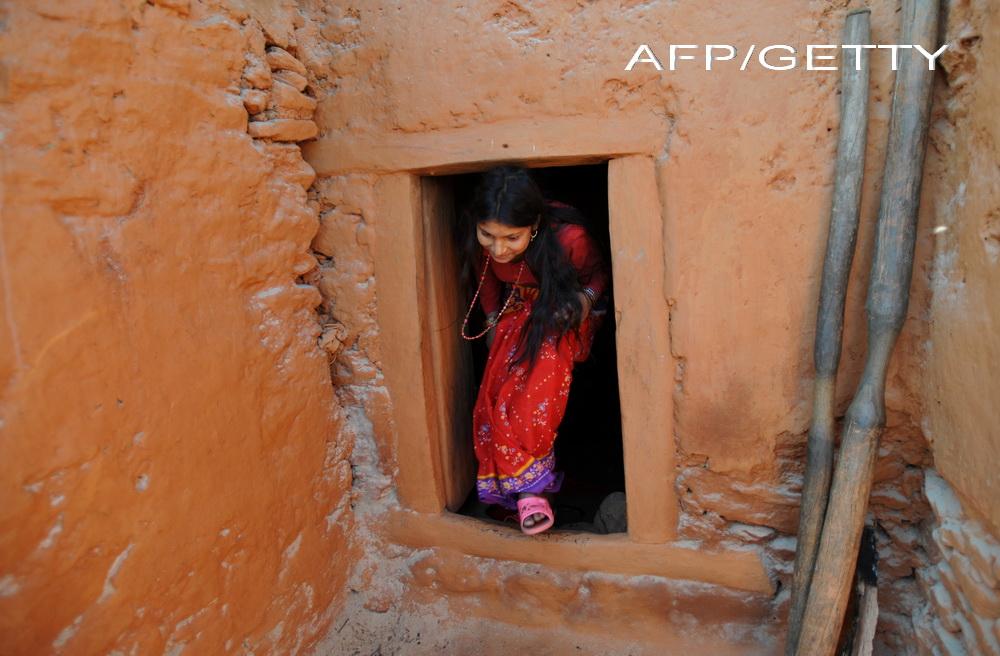 O adolescenta din Nepal a fost obligata sa traiasca intr-un adapost pentru ca era la menstruatie. Tanara a fost gasita moarta