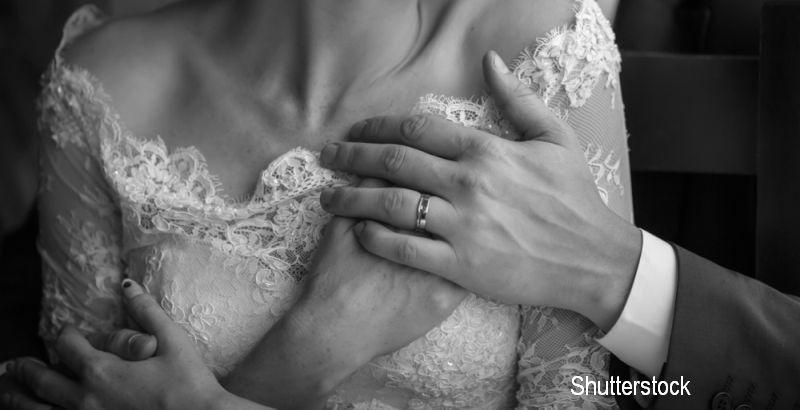 A fost hartuita sexual la propria nunta, chiar de catre invitati. Imagini socante filmate in China. VIDEO