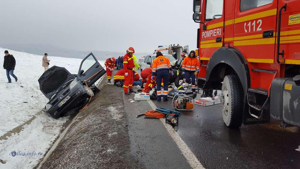Accident grav pe DN1, la iesirea din Codlea. Doi oameni au murit, un al treilea este in coma