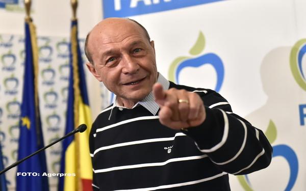 """Băsescu: """"Să vinzi Limba Română în an centenar este o ticăloşie fără margini"""""""