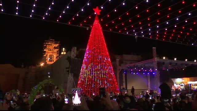 Oraşul musulman unde oamenii fac bradul de Crăciun şi cântă colinde
