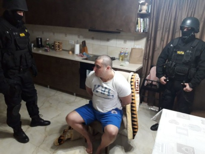 STENOGRAME. Ce l-a dat de gol pe interlopul care a atacat un polițist, la Suceava. Starea ofițerului