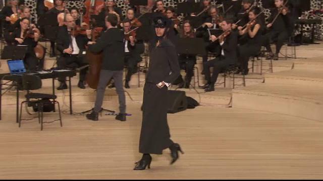 Prezentare de modă Chanel, pe muzica filarmonicii din Hamburg. VIDEO