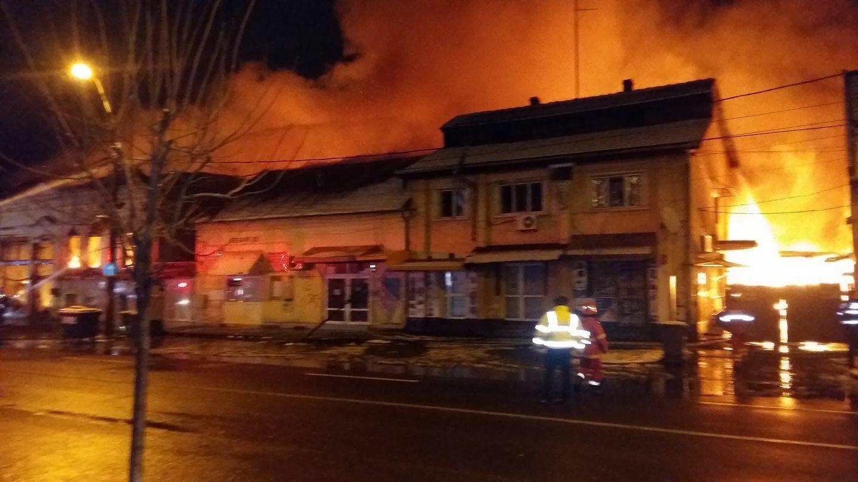 Un mort și pagube uriașe după ce un incendiu a izbucnit la un centru comercial din Timișoara. FOTO