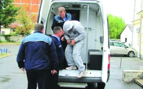 Un violator proaspăt eliberat din închisoare a abuzat sexual o bătrână. Suspectul o ajuta cu treburile gospodărești