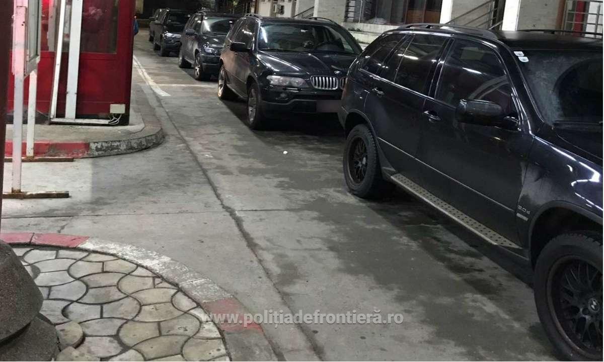Coloană de BMW X5 negre, cu numere austriece, la graniţă. Care este explicaţia
