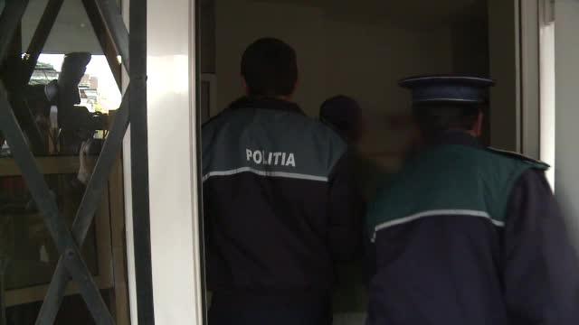 Trei bărbaţi, reţinuţi pentru furtul unui seif dintr-un cabinet stomatologic. Suma uriașă care se afla în el