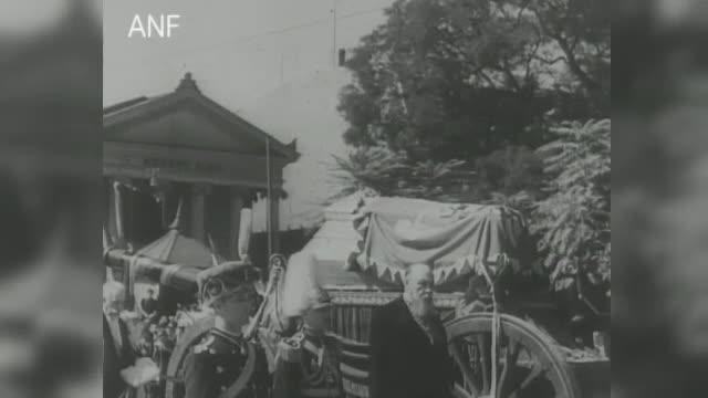 Imagini de la ceremoniile funerare regale din România. Sicriul cu Regele Ferdinand, lăsat deschis