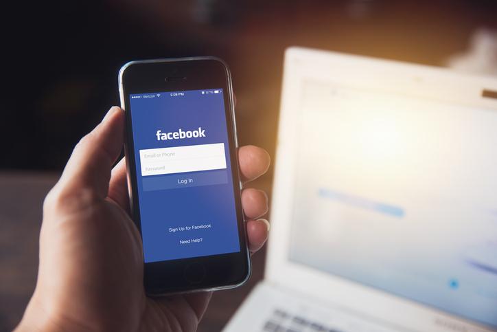 Cambridge Analytica, compania de date care a asigurat victoria lui Trump, a fost interzisă pe Facebook