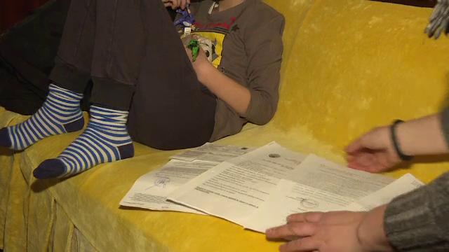 Copii cu handicap, rămași fără indemnizaţia lunară pentru datorii chiar și de 1 leu