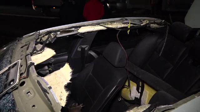 Teribilism la volan. Șoferul a fost aruncat prin plafonul mașinii după impact