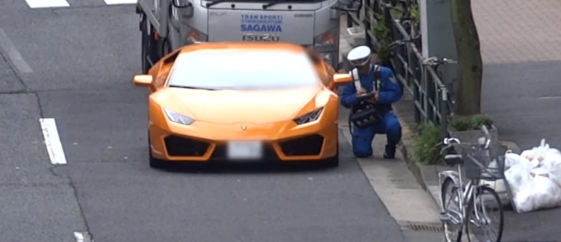 Șofer de Lamborghini, urmărit de un polițist pe bicicletă. VIDEO