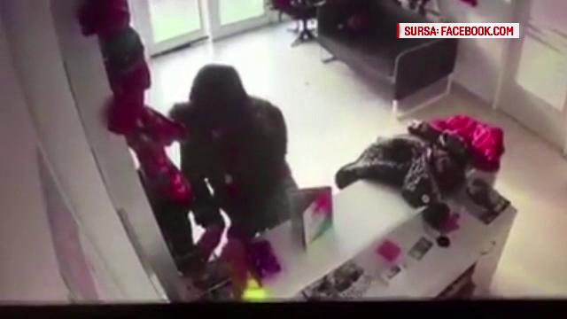Bărbat filmat în timp ce fura dintr-o frizerie canină, din Galați