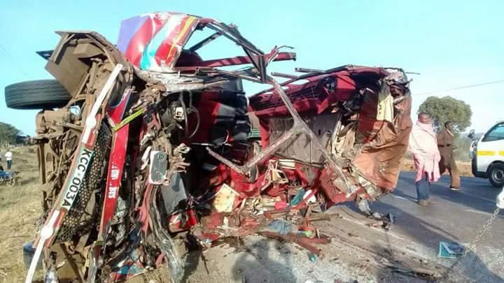 Accident rutier cu cel puţin 30 de morţi, în Kenya. Un autobuz s-a ciocnit cu un camion