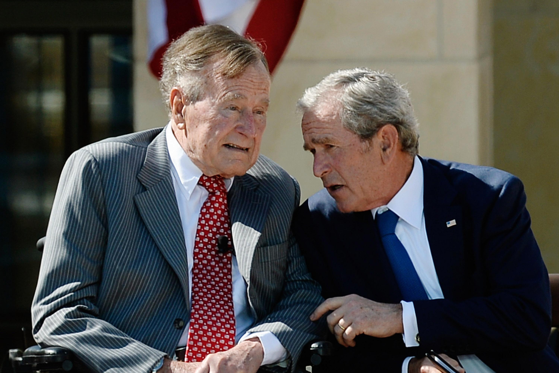Ultimele cuvinte ale lui George Bush Sr. Ce i-a spus fiului său la telefon