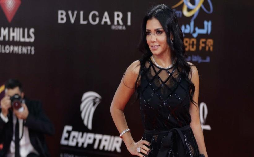 O actriță riscă 5 ani de închisoare din cauza unei rochii care a stârnit furia publicului