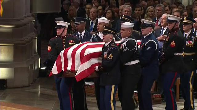 Elevii americani învoiți de părinți pentru a participa la funeraliile lui Bush Sr