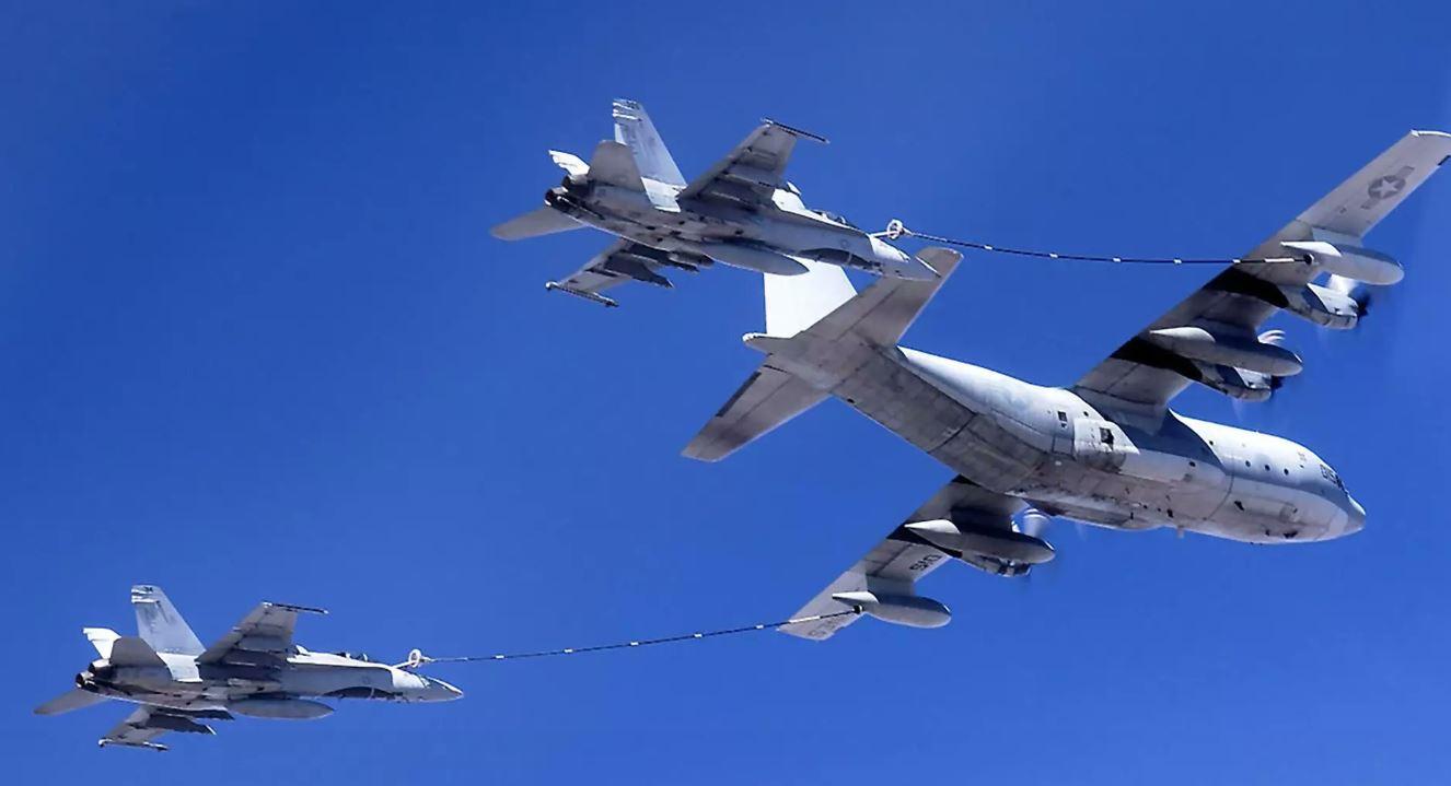 Două avioane militare americane s-au ciocnit în aer. Un pușcaș marin a murit