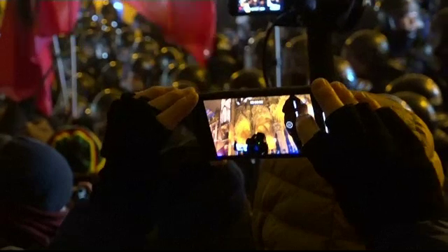 """Mii de unguri au protestat în Budapesta: """"Ajunge cu minciunile lui Orban!"""""""