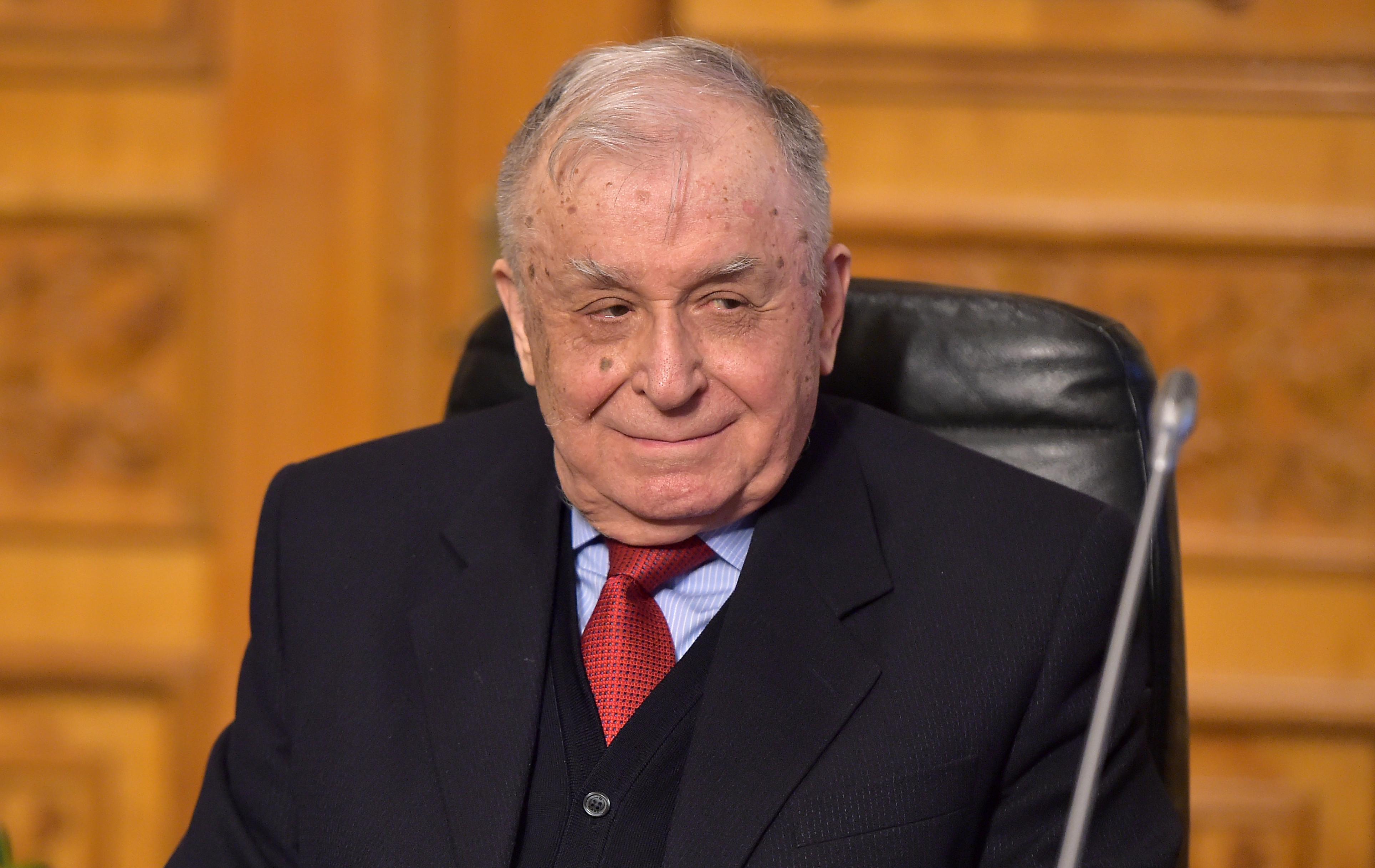 Ion Iliescu este în stare stabilă și rămâne internat la Spitalul Elias