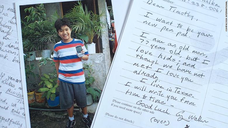 Scrisorile secrete trimise de George Bush Sr unui băiețel filipinez, timp de 10 ani. FOTO