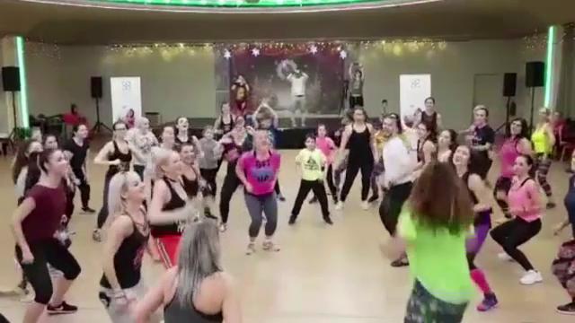 250 de persoane au dansat simultan, la Cluj-Napoca, pentru un scop caritabil