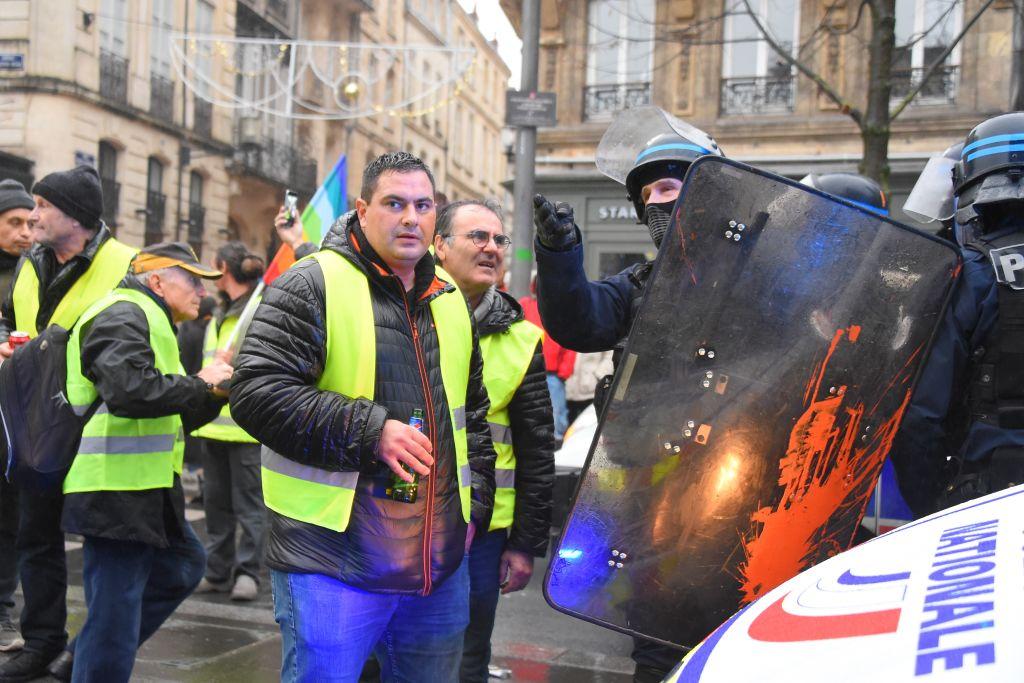 """Două jurnaliste de la France 2 au fost agresate în timpul protestelor """"vestelor galbene"""""""
