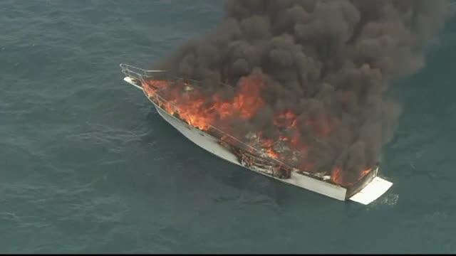 Un iaht cu 5 adulţi şi un copil la bord a luat foc în larg. Detaliul care i-a salvat