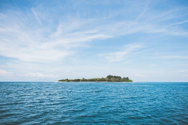 Tehnologia prin care locuitorii unei insule izolate transformă lumina solară şi aerul în apă potabilă