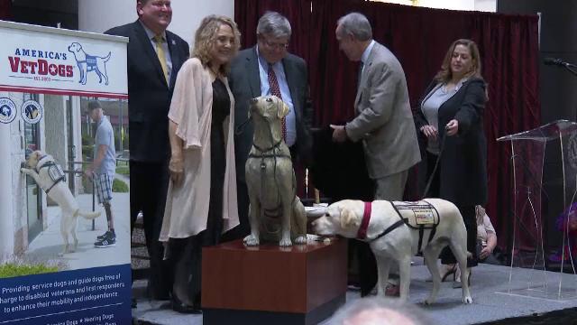 Statuie din bronz în memoria câinelui lui George H. Bush. Unde a fost amplasată