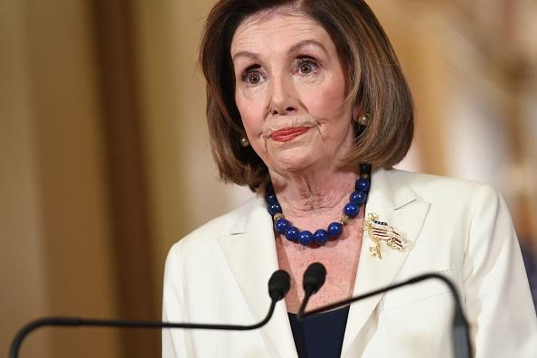 """Nancy Pelosi cere destituirea lui Trump, pentru că """"reprezintă o ameninţare iminentă"""""""