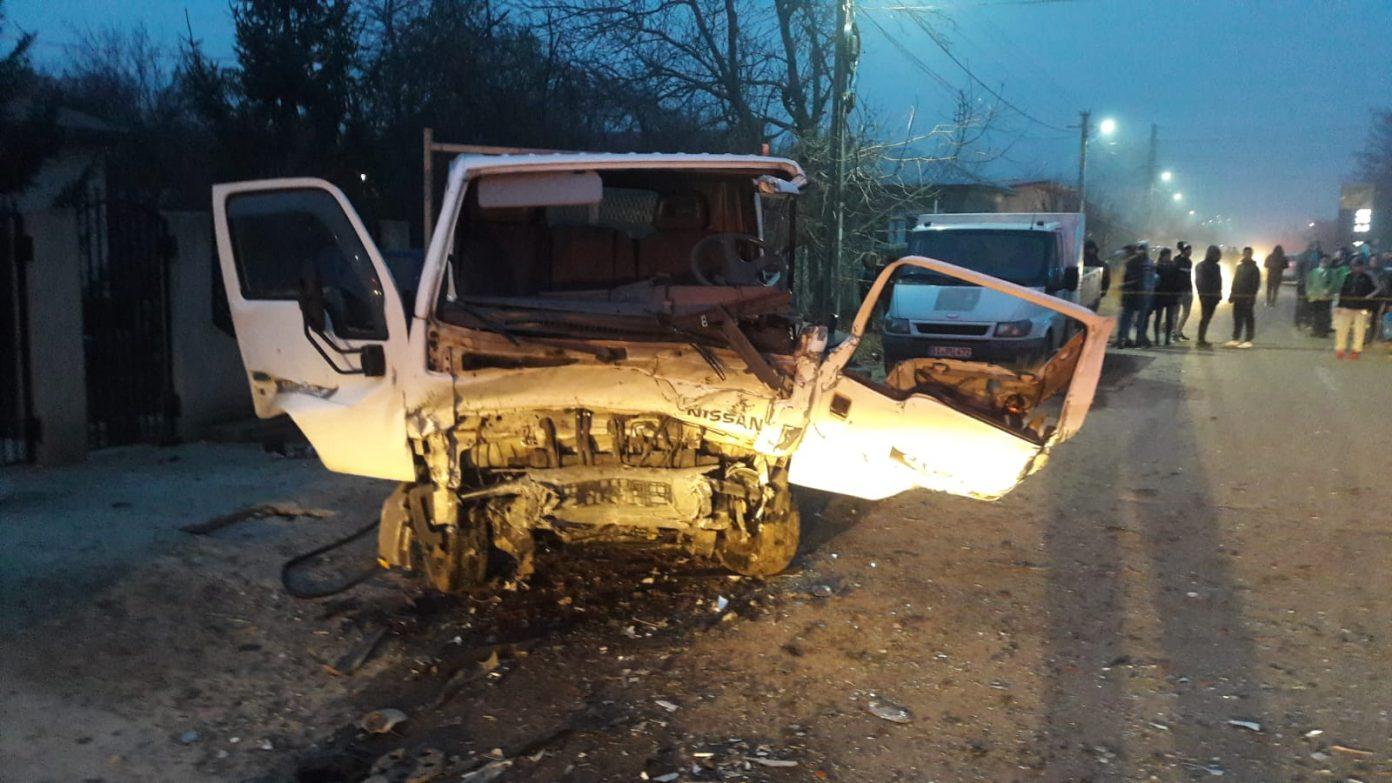 Impact violent în Olt: trei oameni au ajuns la spital după un șofer a intrat pe contrasens