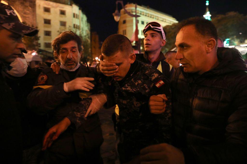 Zeci de răniţi în urma unor confruntări la Beirut.