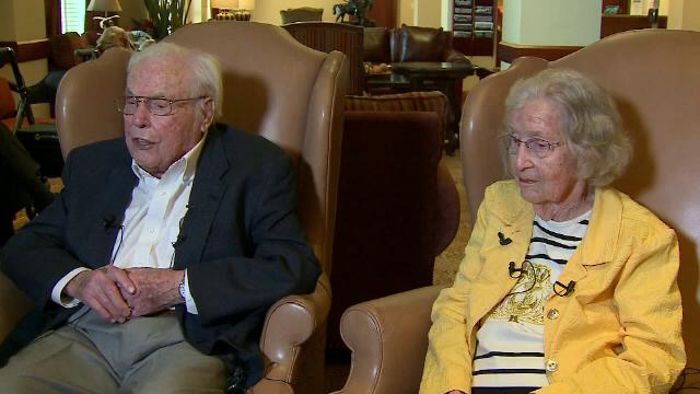 Poveste de dragoste de Cartea Recordurilor. Un cuplu din SUA aniversează 80 de ani de căsătorie