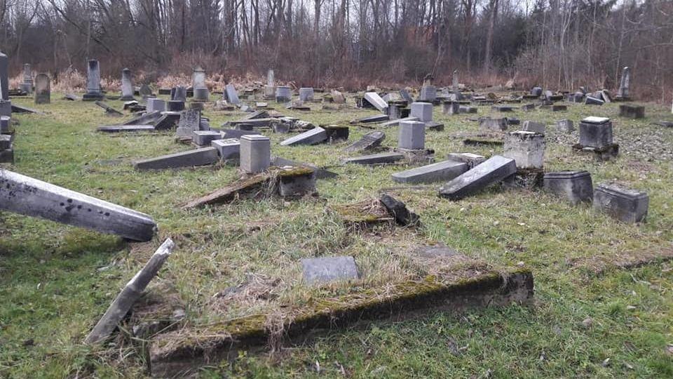 """Peste 50 de morminte dintr-un cimitir evreiesc au fost distruse. """"Este un act barbar"""""""